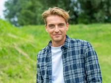 Hoe Robbert Rodenburg dit dorp achter zich liet om tv-ster te worden: nu interviewt hij grote BN'ers