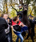 Een botsing tussen Pegida-aanhangers en de politie in Utrecht.