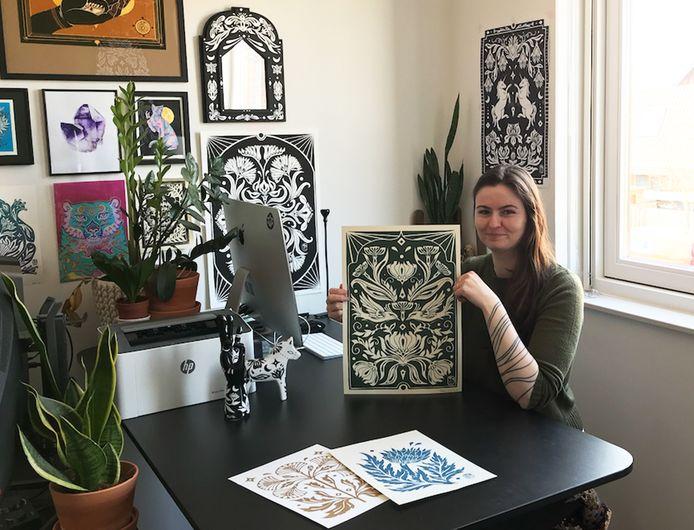 Denise Worron (29) maakt sinds de eerste lockdown vorig jaar speciale linoleum prints op papier.