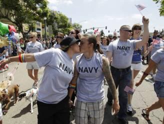 Amerikaanse militairen in uniform naar Gay Pride
