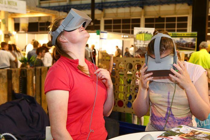 De virtual reality-brillen van de Stichting Hulp Vervolgde Christenen zijn populair.