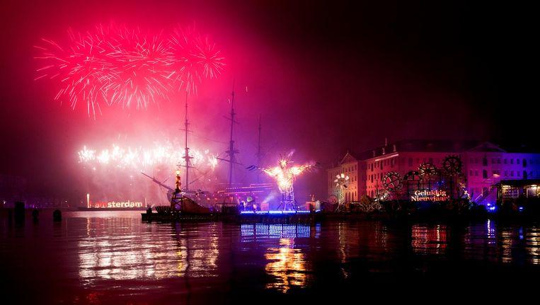 In Amsterdam geldt nog geen algemeen vuurwerkverbod, wel gaan er steeds meer stemmen op voor één grote vuurwerkshow Beeld ANP