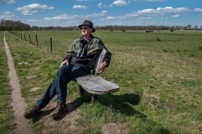 Leo Ceelen op zijn bankje in het Rondgors