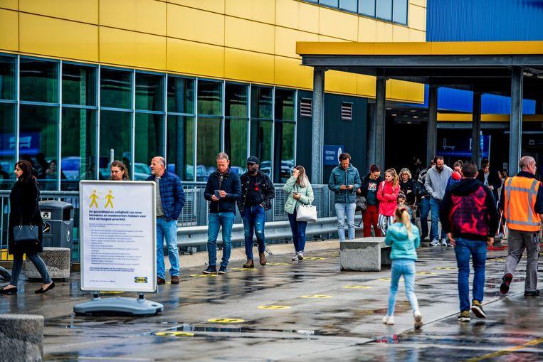 Een rij aan de Ikea-vestiging in Barendrecht. Beeld Frank de Roo