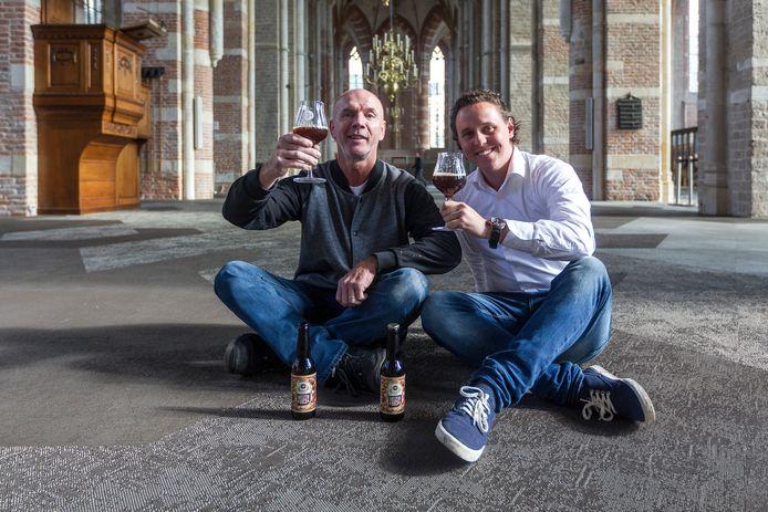 Paul Wensink (rechts) bij een eerdere editie van het Bokbierfestival in de Lebuinuskerk. Dat staat dit najaar weer op rol.