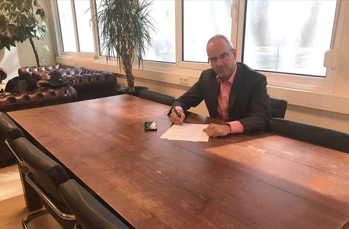 Raadslid Arnoud van Doorn tekent bij Haga Lyceum
