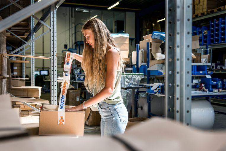 Anne Visser werkt voor het bedrijf Vouchervandaag, een grotere workout dan bij haar vorig werk. Beeld Eva Faché
