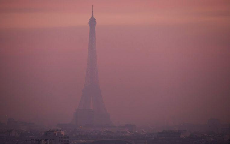 Luchtvervuiling in Parijs.  Beeld EPA