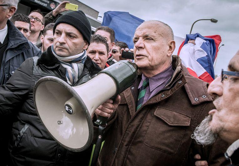 Ex-generaal Christian Piquemal tijdens een Pegida-bijeenkomst.  Beeld Hollandse Hoogte / AFP