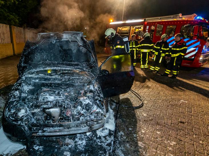 Auto in Oosterhout verwoest na brand