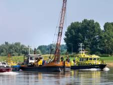 Veer Doornenburg vaart vrijdagochtend weer na een maand gedwongen aan de kade te hebben gelegen