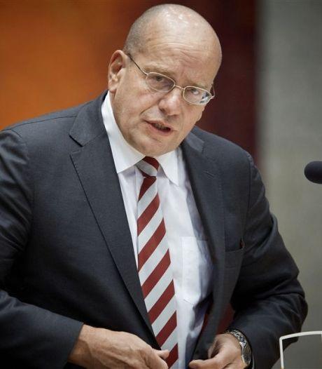 VVD-prominent Fred Teeven moet boekje open doen over online casino's van gokmiljonairs uit Best en Geldrop