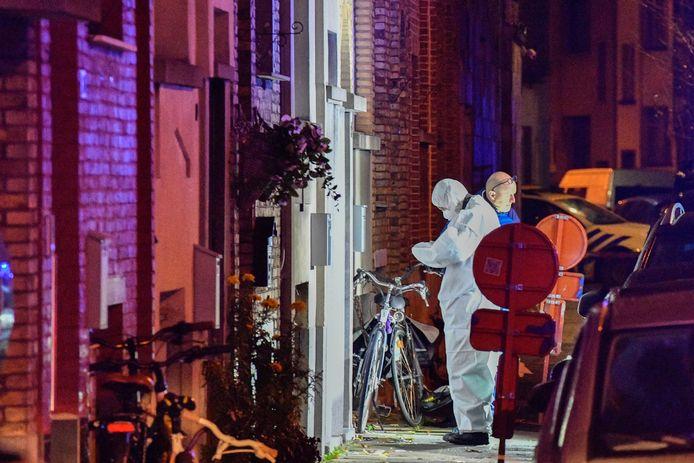 In de nacht van woensdag op donderdag werd in Deurne een granaat in een woning geworpen. DOVO liet ze gecontroleerd tot ontploffing komen.