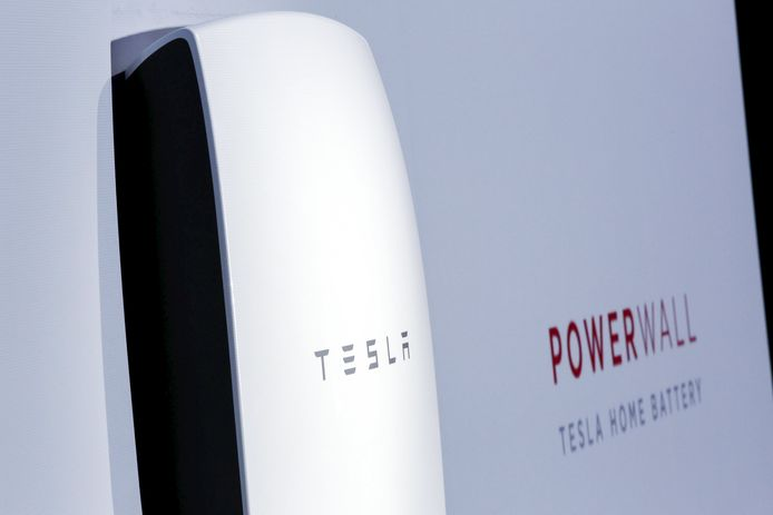 Onder andere Tesla biedt thuisbatterijen voor eigen gebruik aan.