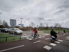 Aanwonenden tegen aanleg fietspad langs noordkant Helmkruidlaan in Nijverdal: 'Vergroot juist de verkeersonveiligheid'