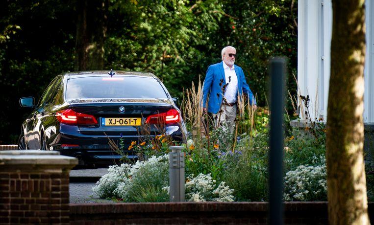 27 september: Van Dissel komt aan bij het Catshuis voor een zondag-overleg met onder anderen premier Rutte. Beeld Freek van den Bergh / de Volkskrant