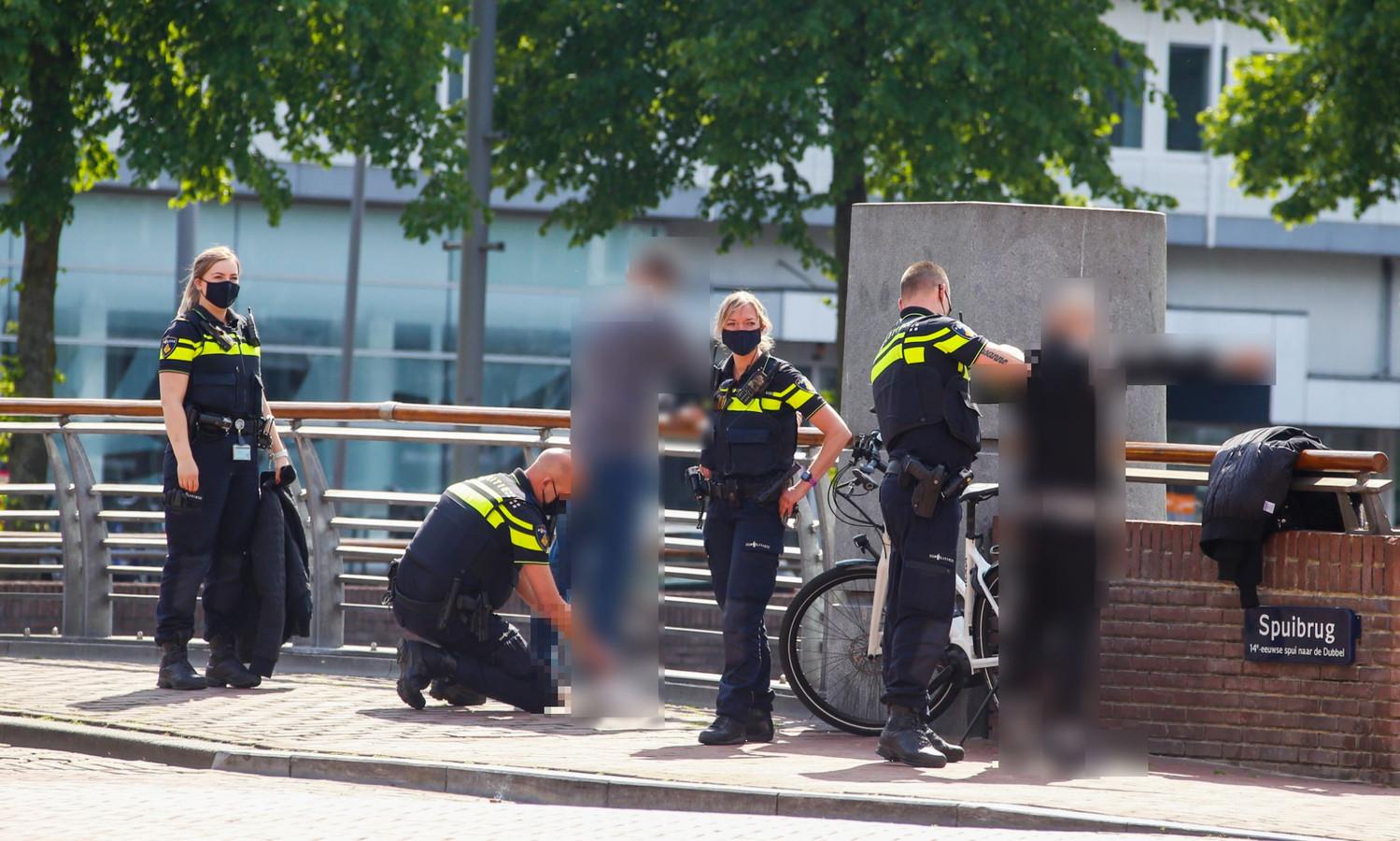 Op de Spuibrug in Dordrecht was zaterdag een preventieve fouilleeractie.