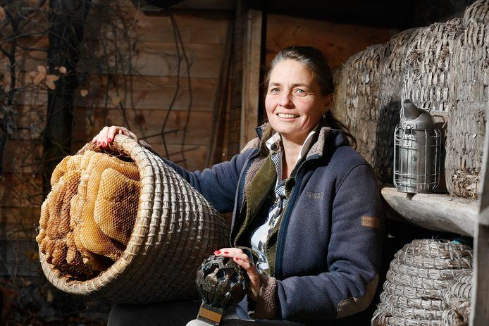 Sonne Copijn, alias de Biltse bijenkoningin, is bij dat ze een game mag ontwikkelen om de kennis van bijen te vergoten.