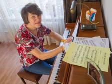 Eindhovense Pauline Geven 35 jaar koordirigent: 'Ik dirigeer met mijn lichaam'