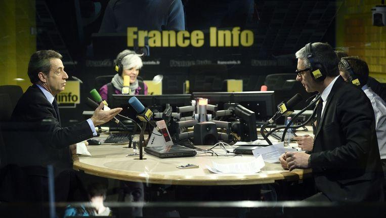 Verkiezingsdebat met voormalig president Nicolas Sarkozy bij radiozender France Info Beeld anp