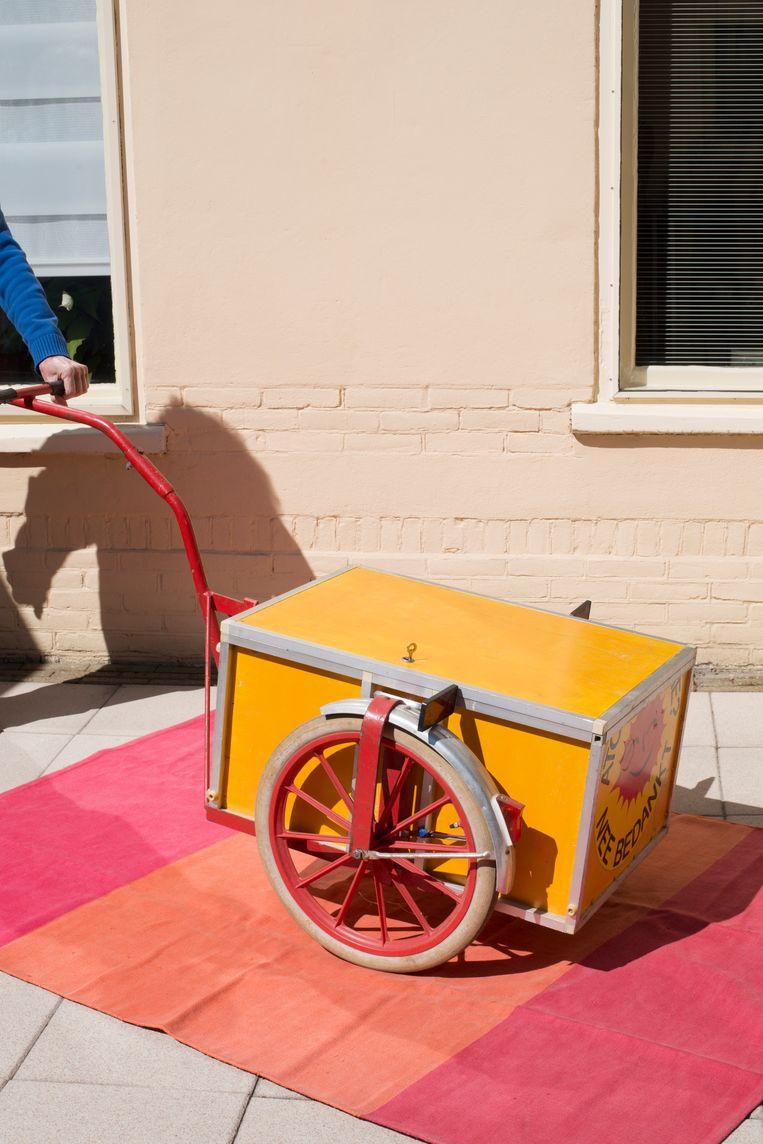 Topstuk: fietskarretje, eigen ontwerp, bestaande uit een stalen frame met daarin een uitneembare en afsluitbare lichtgewicht kist (vraagprijs: bieden). Beeld Annabel Miedema