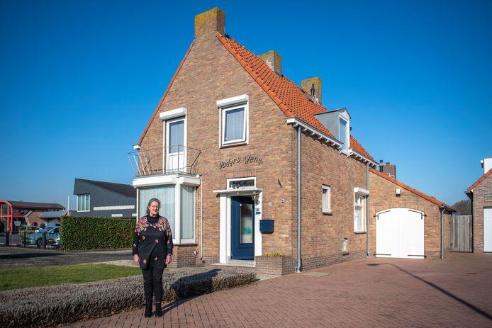 Betsie Kasander-Simonse woont alweer vijftien jaar in het huis dat haar grootouders voor haar ouders lieten bouwen.