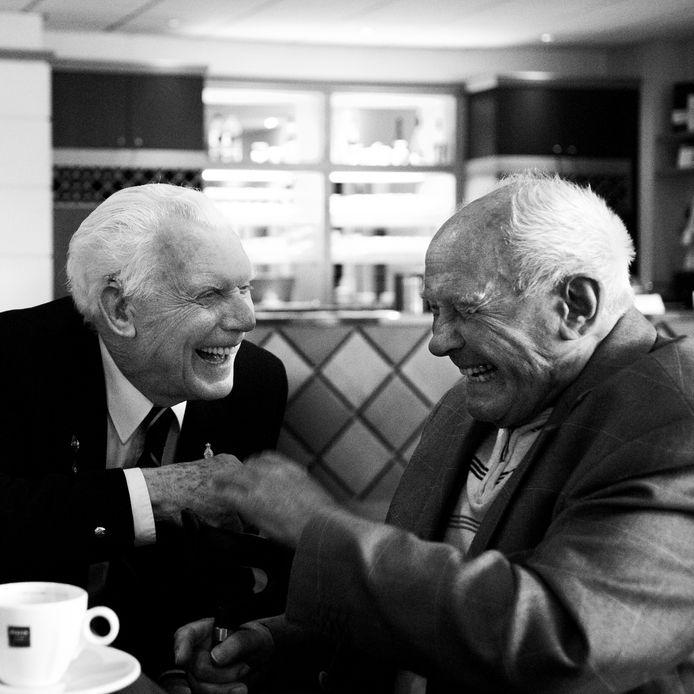 Verzoening tussen de Engelsman Arthur Lee (links) en de Duitser Rudi Balzer.
