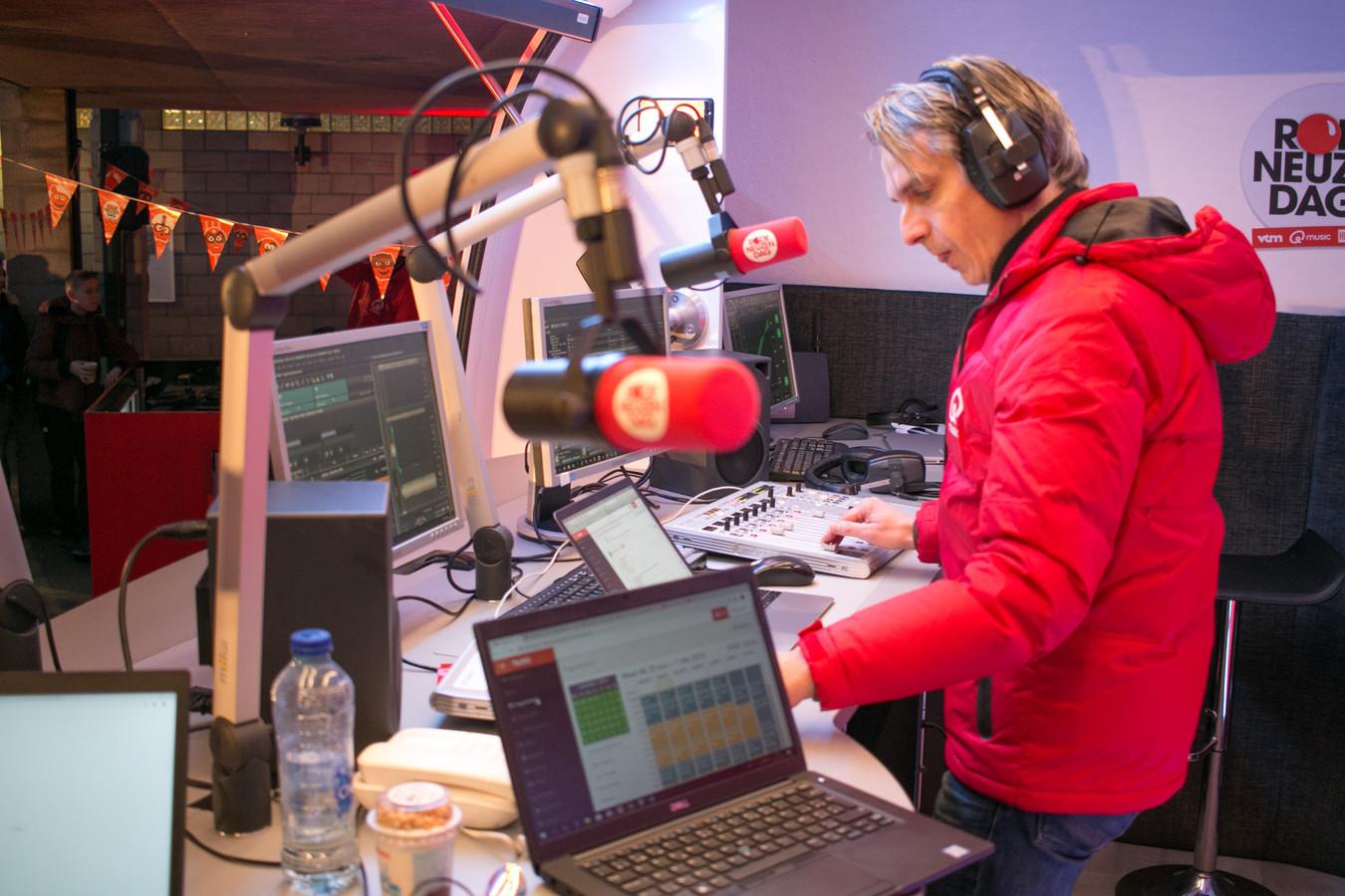 Wim Oosterlinck van Qmusic aan het werk in SBSO Baken.
