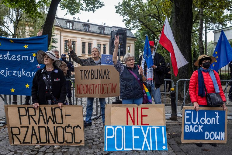 Ondanks de strijd die de Poolse regering voert met Brussel, wil 80 procent van de Polen in de EU blijven. Beeld AFP