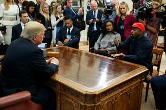 fotoreeks over Trump ontvangt Kanye West in het Witte Huis