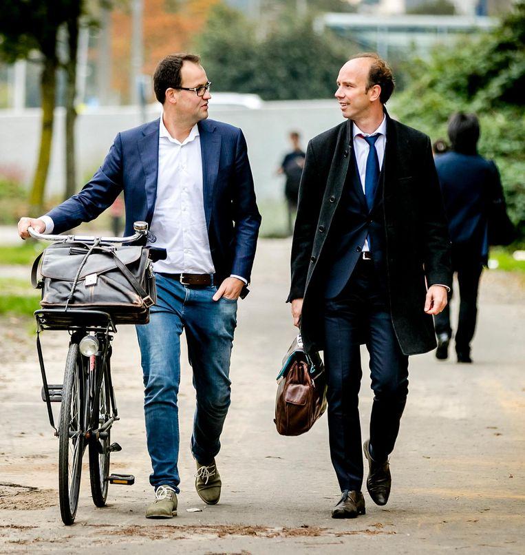 Robert Malewicz (l) en Sander Janssen (r) op weg naar een pro-formazitting in het Holleeder-proces in september vorig jaar. Beeld anp