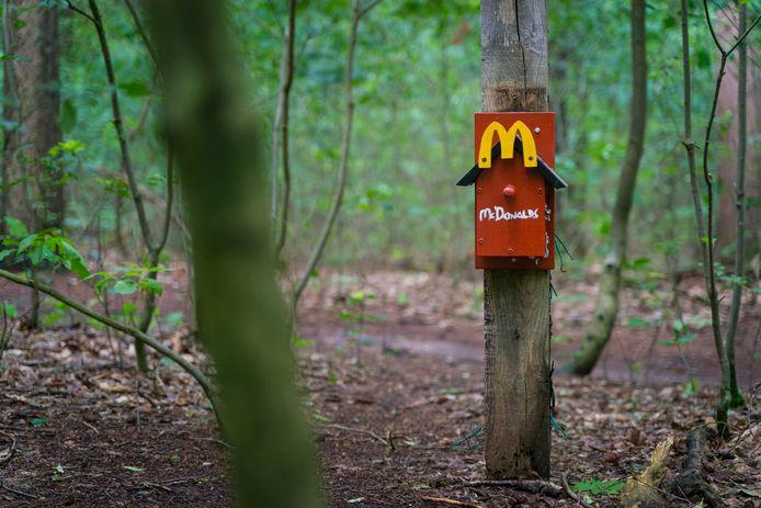 Een McDonald's huisje in het bos bij Wageningen.