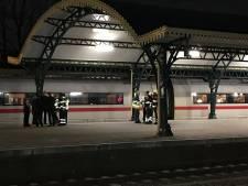 Trein ontruimd op station Den Bosch vanwege vreemde geur, passagiers last van prikkende ogen,  brandweer kan niets vinden