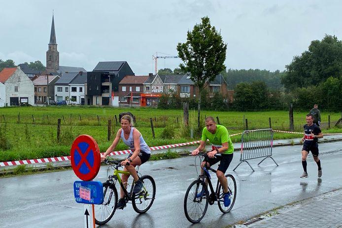 De 18km van de Alfasun Bike and Run Burst verliep grotendeels in de regen.