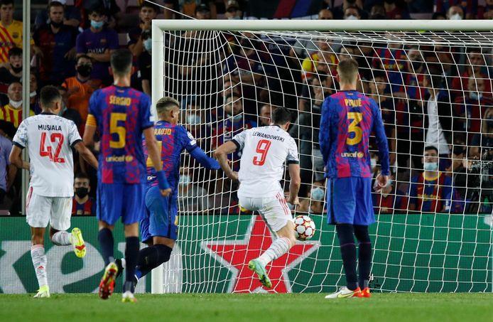 Robert Lewandowski maakte de 0-2 en 0-3 van Bayern.