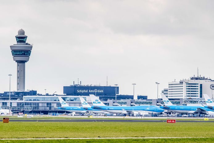 Op Schiphol gebeuren veel meer incidenten waarbij vliegtuigen te dicht bij elkaar komen, dan op andere vergelijkbare luchthavens.