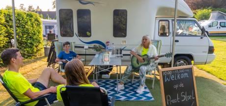 Vakantiegangers in Putten storten hun hart uit bij campingpastor Monique: 'Ik ben er voor iedereen'