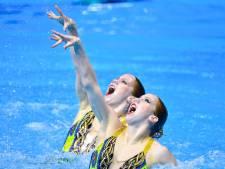 Het geheim van tweelingen in synchroonzwemmen: 'Niet alleen qua uiterlijk een voordeel'