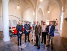 """Kijk binnen in de Gentpoort, waar de Duitsers in de Tweede Wereldoorlog Brugge verlieten, en nu de nieuwe thuis van de Brugse gidsen: """"Dit is een droomlocatie voor ons"""""""