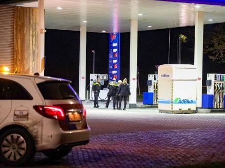 'Lentenaar (18) ligt zwaargewond bij tankstation na vechtpartij met bijlen tussen fans Vitesse en NEC'
