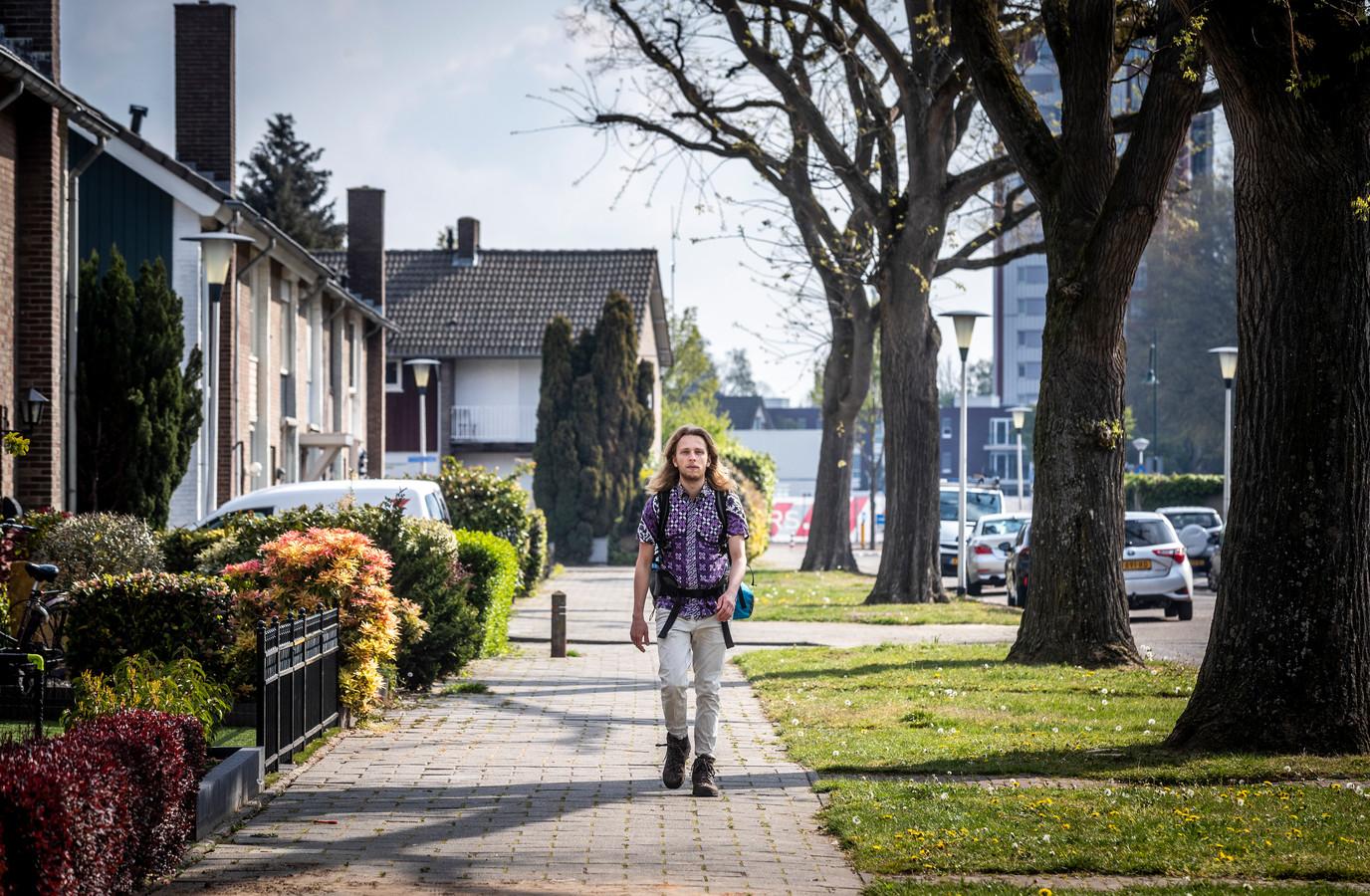 Pianist David Hordijk begon zaterdag vanuit Helmond aan een wandeltocht die hem naar Spanje moet brengen.