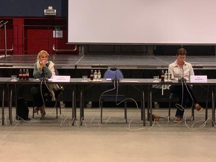 Ann Vanheste blonk uit in afwezigheid. Cindy Verbrugge (links) en Ann Woestijn (rechts) waren er wel
