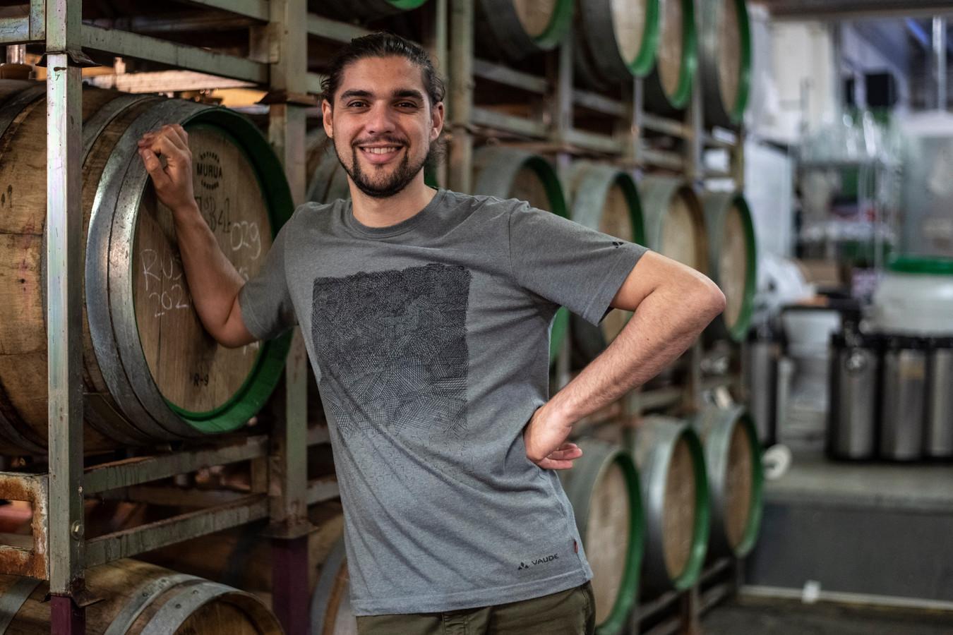 Mattias Terpstra, eigenaar van brouwerij Nevel, bij de houten vaten waarin de bieren liggen te rijpen.