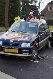 Motorrijder onderuit door botsing met opvallend vehikel