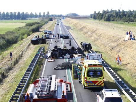 Enorme ravage bij ernstig ongeval met camper op N50 bij Kampen, meerdere gewonden