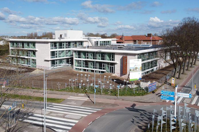Veel glas en een stuk moderner: de nieuwbouw van het lyceum van het Lingecollege is bijna af.