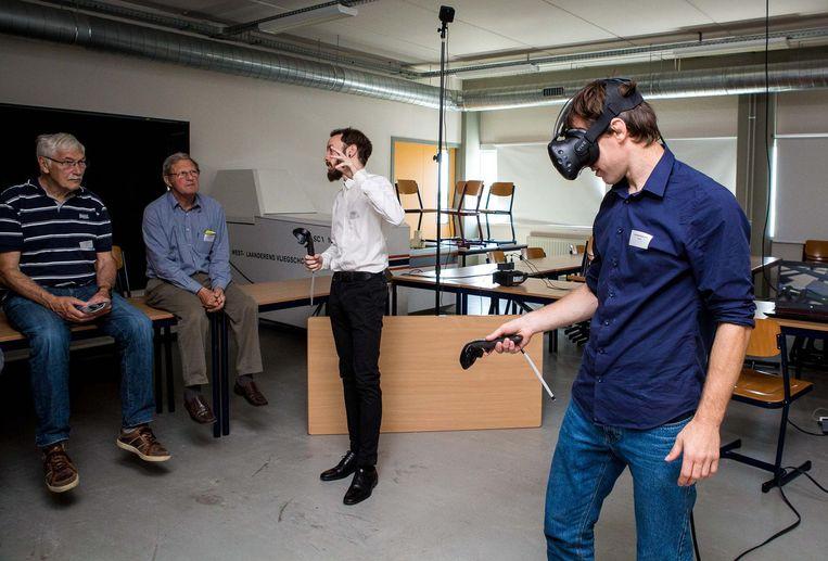 Een demonstratie van virtual reality, waarbij je machineonderdelen moet plaatsten.
