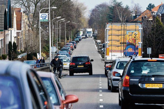 De Brugweg is zeer druk.