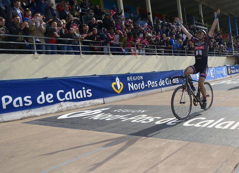 John Degenkolb bolde als eerste over de streep op de piste van Roubaix. Beeld AFP