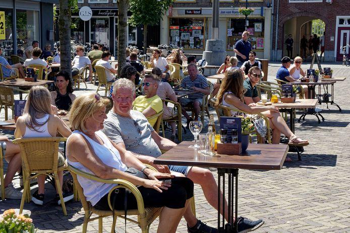 Tijdens de coronacrisis waren extra terrassen mogelijk in Schijndel. Meierijstad wil kijken of dat in de toekomst ook kan.